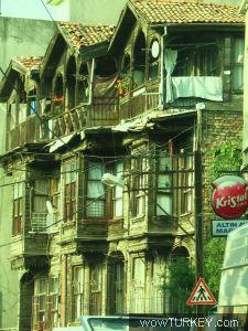 İstanbul'un yaşayan ahşap binaları