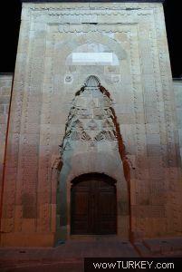 k umucu DSC02755 Niğde Alaaddin Camii 'nin kapısındaki kadın silüetinin sırrı ne ?